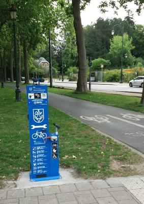 De eerste fietsherstelpaal